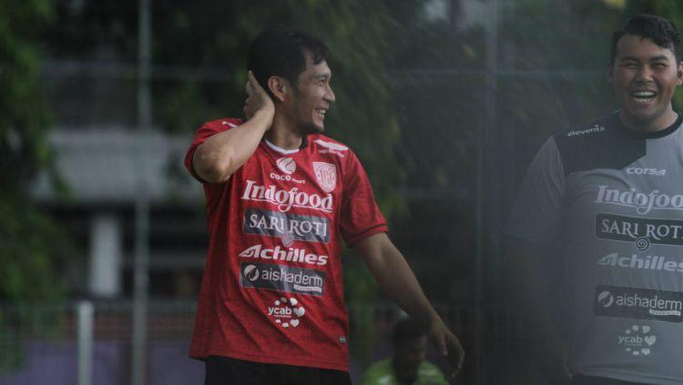 Michael Orah menjalani latihan terpisah di Bali United. Copyright: © baliutd.com