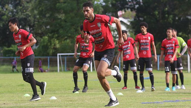 Bek Bali United Willian Pacheco. Copyright: © Miftahuddin Halim/Radar Bali