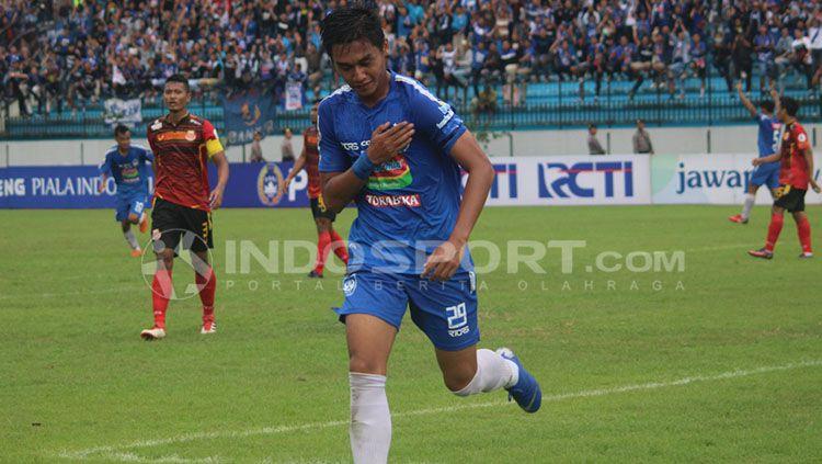 Septian David Maulana mencetak satu gol di laga PSIS Semarang vs Persibat Batang. Copyright: © Ronald Seger/INDOSPORT