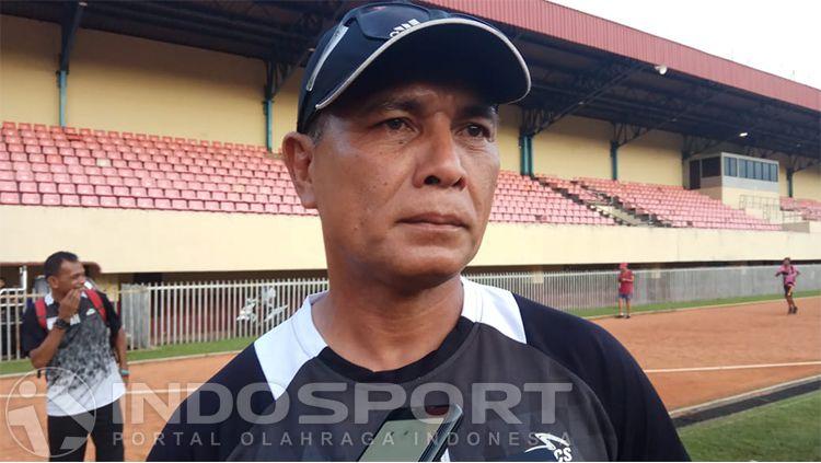 Pelatih Kiper Persipura Jayapura, Alan Haviludin Copyright: © INDOSPORT/Sudjarwo