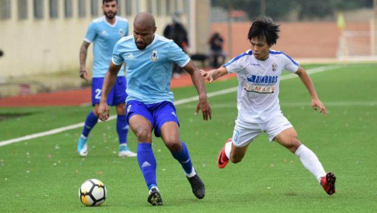 Pemain Persela Kei Hirose (kanan) kala memperkuat klub Malta Mosta FC. Copyright: © Times of Malta