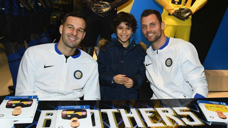 Dua kiper Inter Milan, Samir Handanovic dan Daniele Padelli. Copyright: © INDOSPORT