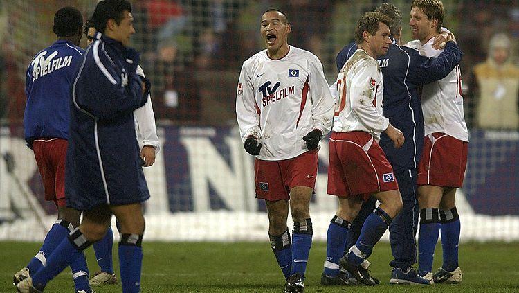Selebrasi Naohiro Takahara usai pertandingan melawan Bayern Munchen. Copyright: © Stuart Franklin/Getty Images