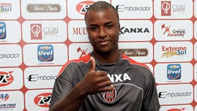 Bek asal Brasil, Andre Ribeiro, mengaku sudah pesimistis dengan masa depannya bersama klub Liga 1, Persipura Jayapura. Copyright: © Globo Esporte