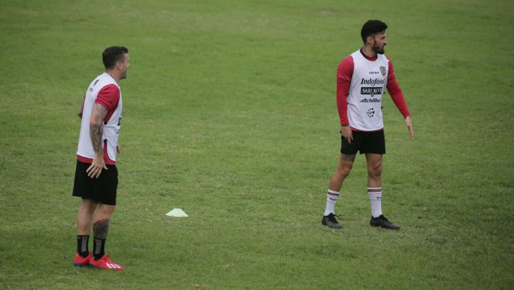 Paulo Sergio dan Stefano Lilipaly. Copyright: © Media Bali United