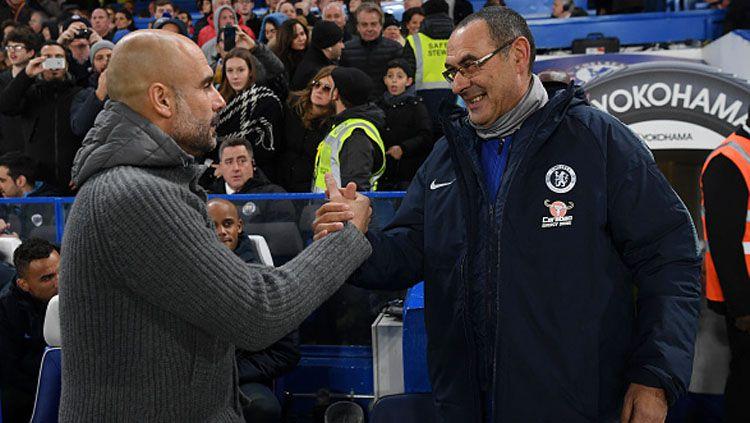 Pelatih Manchester City, Pep Guardiola (kiri) dan Maurizio Sarri, pelatih Chelsea. Copyright: © INDOSPORT