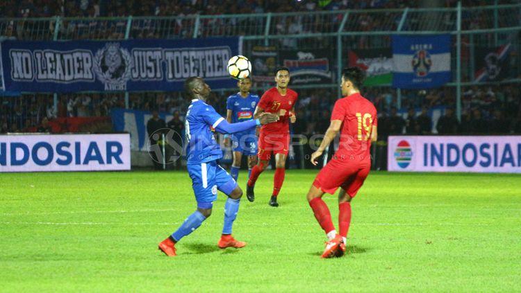 Laga uji coba Timnas Indonesia U-22 vs Arema FC. Copyright: © Ian Setiawan/INDOSPORT