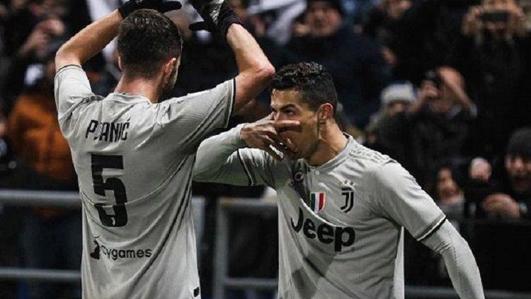 Selebrasi toping Cristiano Ronaldo yang meniru Paulo Dybala di laga Sassuolo vs Juventus Copyright: © Sport Mirror