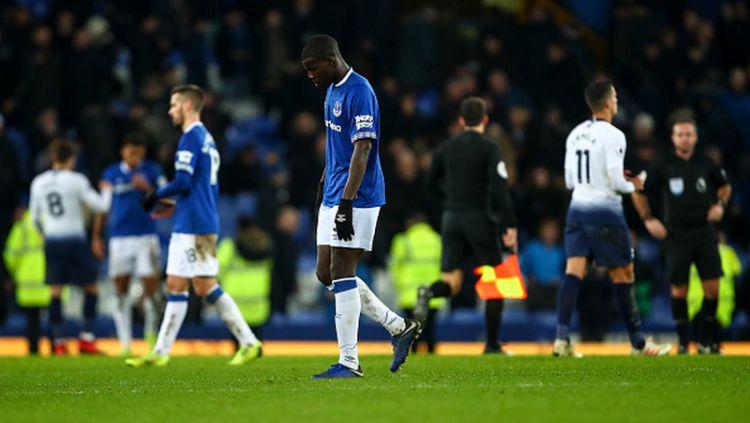 Pemain Everton tertunduk lesu pasca dikalahkan Tottenham. Copyright: © GettyImages