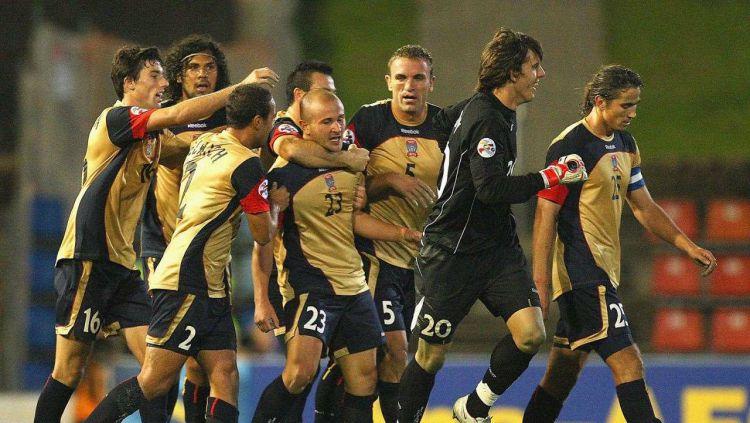 Pemain Newcastle Jets saat hadapi Beijing Sinobo Guoan di ACL 2009. Copyright: © fourfourtwo