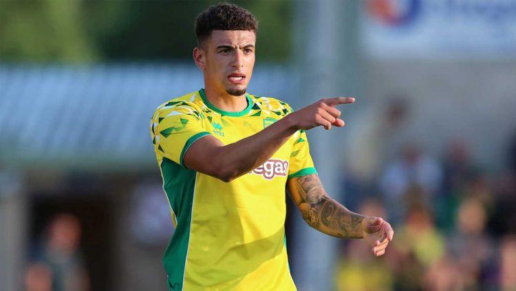 Pemain Norwich City, Ben Godfrey lebih memilih gabung AC Milan pada bursa transfer lanjutan ketimbang pergi ke Manchester United karena ada Paolo Maldini. Copyright: © canaries.co.uk