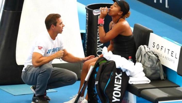Naomi Osaka dan Sascha Benjin berhasil meraih hasil luar biasa hanya dalam kurun waktu satu tahun. Copyright: © Reuters