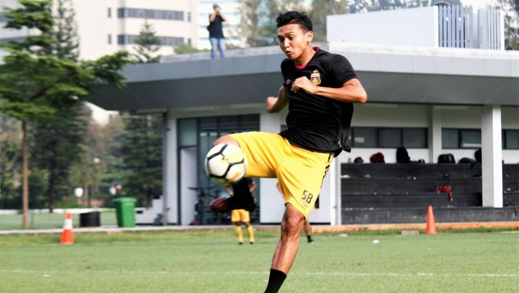 Pemain Striker Bhayangkara FC, Dendy Sulistiawan. Copyright: © Media Bhayangkara