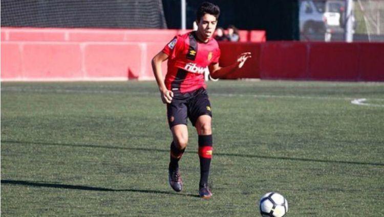 Barcelona dikabarkan mendapatkan Chadi Riad. Copyright: © Sport Cantera