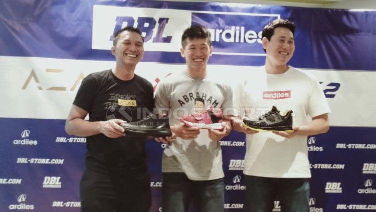 Peluncuran Sepatu DBL dihadiri oleh Azrul Ananda (Founder & CEO DBL Indonesia), Abraham Damar Grahita (atlet Timnas Basket Putra Indonesia), Kim Pan Seung (Direktur A1 Ardiles) Copyright: © Bella Wulansari/INDOSPORT