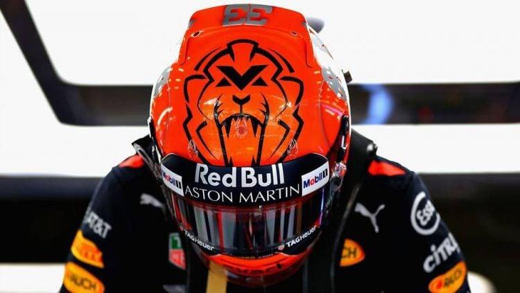 Max Vertappen mengenakan helm Arai di balapan Formula 1. Copyright: © Pinterest