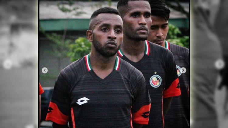 Eks pemain Persipura Jayapura Boas Atururi yang bergabung ke Semen Padang. Copyright: © Instagram@semenpadangfcid