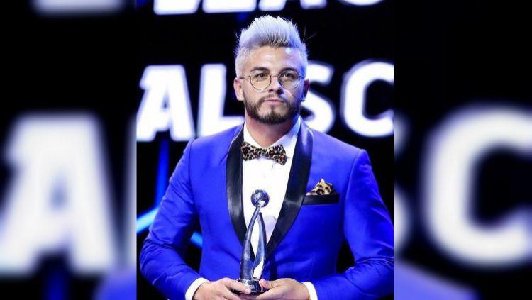 Diego Oliveira Silva saat menerima penghargaan. Copyright: © Instagram