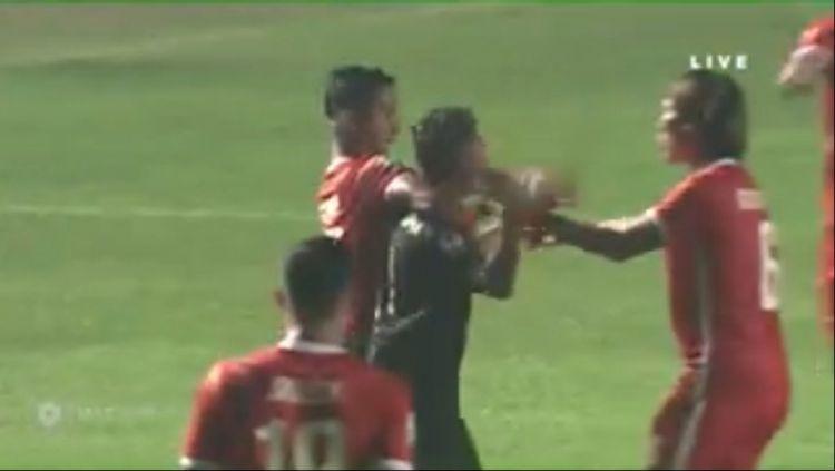 Keributan Laga PSS Sleman vs Borneo FC Copyright: © MyCujoo