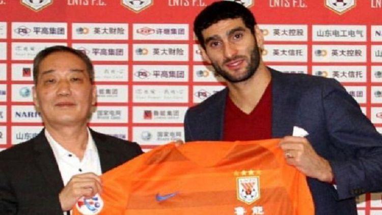 Marouane Fellaini tidak menyesal pindah ke Liga Super China. Copyright: © Instagram @fellaini