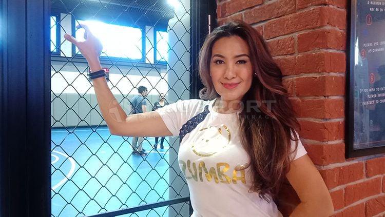 Liza Natalia seorang aktor, model dan penyanyi memutuskan untuk terjun ke olahraga Zumba Copyright: © Shintya Anya Maharani/INDOSPORT