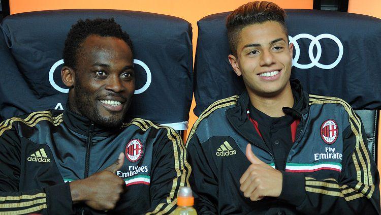 Hachim Mastour (kanan) bersama Michael Essien saat keduanya masih bermain untuk AC Milan. Copyright: © GOAL