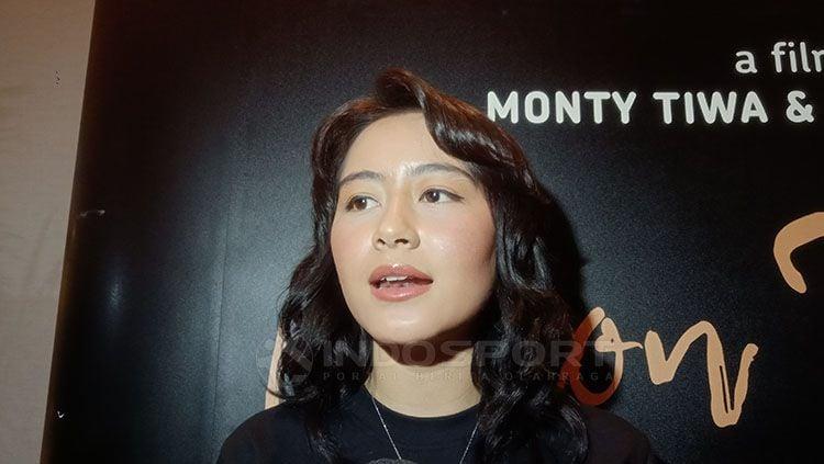Laura Theux, salah satu aktris cantik Indonesia yang gemar olahraga renang. Copyright: © Shintya Anya Maharani/INDOSPORT