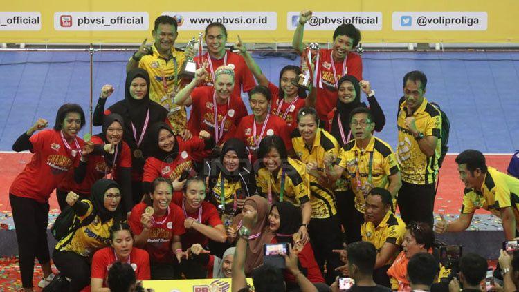 Tim putri Jakarta PGN Popsivo Polwan merengkuh gelar juara Proliga 2019. Copyright: © Ronald Seger/INDOSPORT