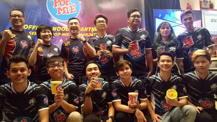 PT Indofood CBP Sukses Makmur TBK (Indofood CBP) lewat brand Pop Mie menyatakan dukunganya kepada dua tim elektronik sports (esports) ternama di Indonesia, EVOS dan Rex Regum Qeon (RRQ) Copyright: © Risto Risanto/INDOSPORT