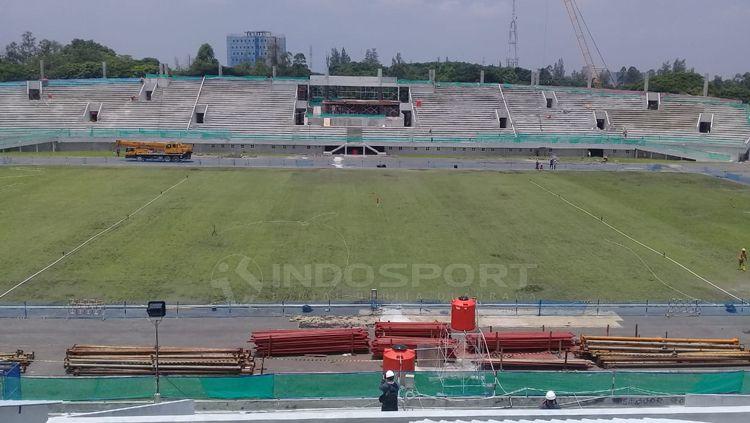 Progres pembangunan Stadion Manahan. Copyright: © Ronald Seger/INDOSPORT
