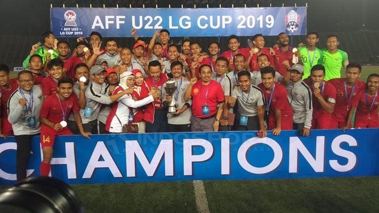 Aksi selebrasi Timnas Indonesia U-22 merayakan kemenangan sebagai juara Piala AFF U-22 Copyright: © Zainal Hasan/INDOSPORT