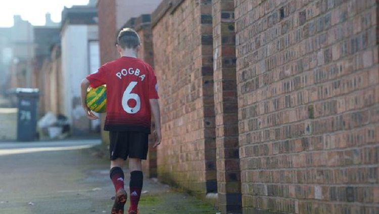 Finn Murphy merasa sedih dan kecewa dengan para pemain Manchester United, terutama Paul Pogba. Copyright: © Phil Radcliffe