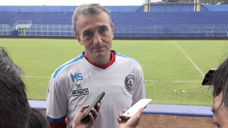 Pelatih Arema FC, Milomir Seslija mengaku sedikit heran dengan kinerja wasit di Liga 1 2019. Copyright: © Ian Setiawan/Indosport.com