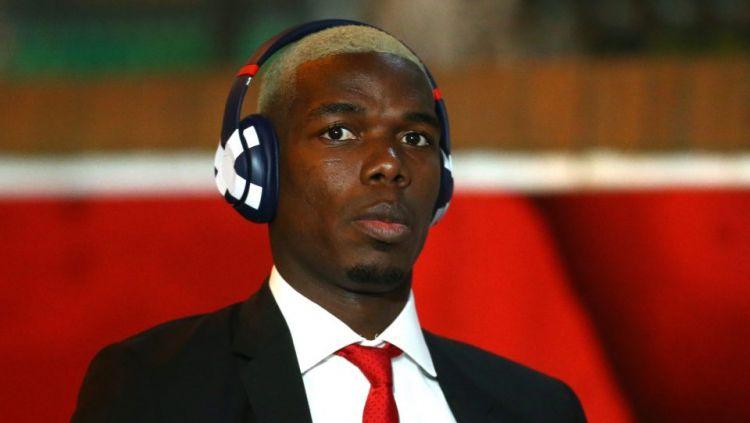 Paul Pogba memamerkan rambut plontos pirang jelang laga kemenangan atas Crystal Palace Copyright: © Sun Sport