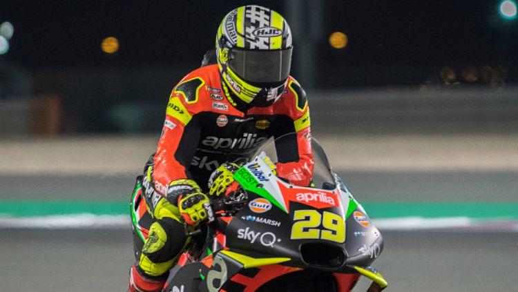 Pembalap MotoGP, Andrea Iannone mendapatkan dukungan dan pembelaan dari sang kekasih, Giulia De Lellis yang percaya bahwa rider tim Aprilia Gresini tak bersalah Copyright: © INDOSPORT