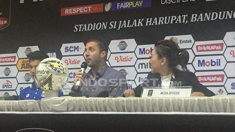 Pelatih Persib Bandung, Milan Radovic Copyright: © Petrus Da'Yerimon/INDOSPORT