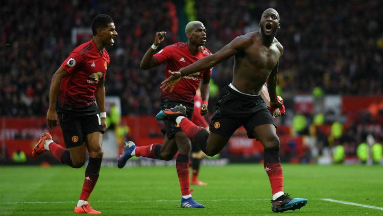 Romelu Lukaku selebrasi gol usai membawa Manchester United menang atas Southampton, Sabtu (02/03/19). Copyright: © INDOSPORT
