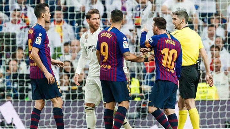 Barcelona kini wajib waspada laga LaLiga Spanyol bertajuk El Clasico lawan Real Madrid bisa berujung kekalahan. Hal ini gara-gara adanya wasit Juan Martinez Munuera. Copyright: © INDOSPORT