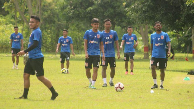 Latihan Borneo FC di Lapangan Paskhas. Copyright: © Ronald Seger/INDOSPORT