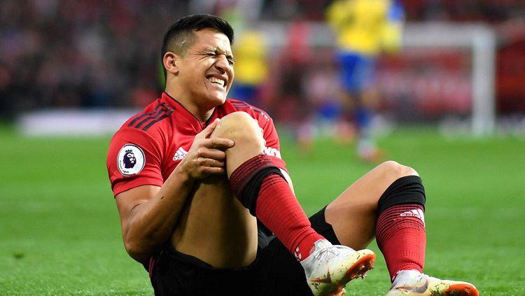 Sanchez diprediksi akan absen selama 2 bulan karena mengalami cedera lutut Copyright: © Getty Images