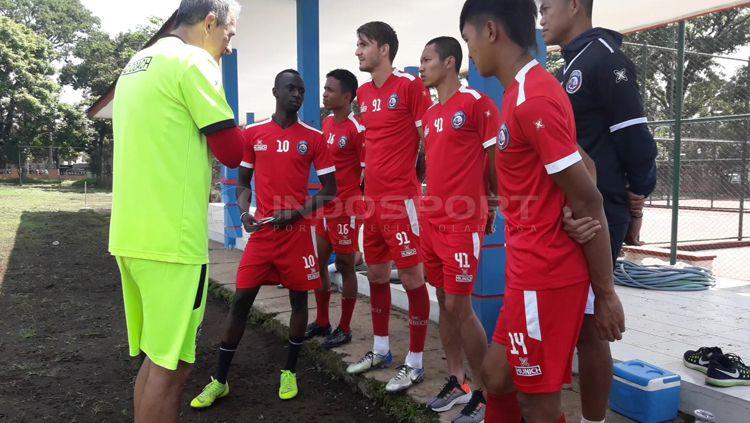 Arema FC menggelar latihan recovery usai bertarung habis-habisan dalam kemenangan atas Barito Copyright: © Ian Setiawan/INDOSPORT