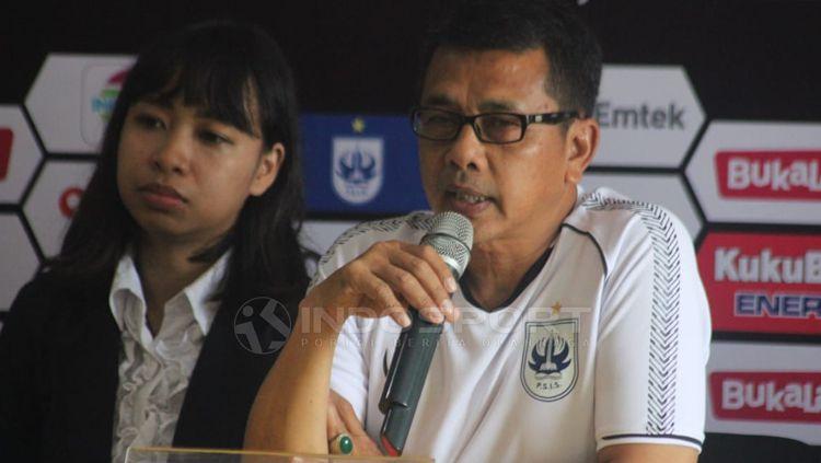 Pelatih PSIS Semarang Jafri Sastra dalam jumpa pers. Copyright: © Ronald Seger/INDOSPORT