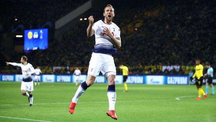 Harry Kane merayakan gol ke gawang Dortmund. Copyright: © Twitter @SpursOfficial