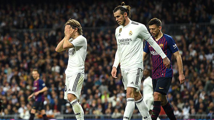 Luka Modric tutup wajah karena gagal mengamankan peluang yang hilang pertandingan La Liga di Estadio Santiago Bernabeu, Sabtu (02/03/19) Spanyol. Copyright: © INDOSPORT
