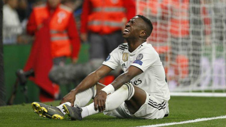 Vinicius Junior menangis saat dirinya mengalami cedera di tengah pertandingan Real Madrid vs Ajax di pertandingan leg kedua babak 16 besar Liga Champions, Rabu (06/03/19) dini hari WIB. Copyright: © marca.com