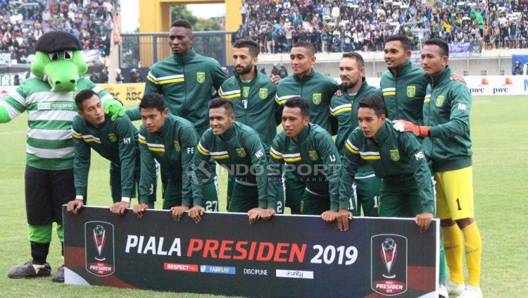 Starting eleven Persebya Surabaya menghadapi Persib Bandung. Copyright: © Fitra Herdian/Indosport.com