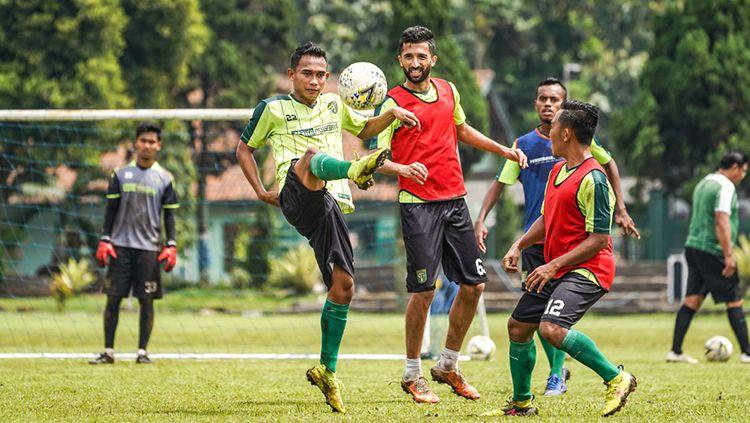 Suasana latihan pemain Persebaya Surabaya. Copyright: © Media Persebaya