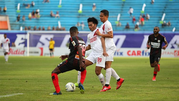 Ada 2 pemain sepak bola asal Indonesia yang pernah membela PSM Makassar dan Persipura Jayapura di Liga 1. Copyright: © Ofisial PSM
