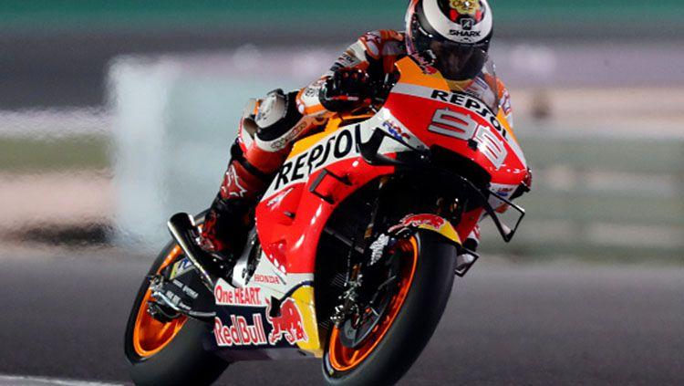 Jorge Lorenzo mengalami kecelakaan parah di FP1 MotoGP Belanda 2019. Copyright: © INDOSPORT