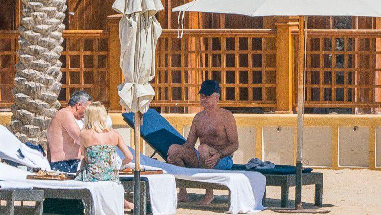 Jose Mourinho berlibur di Qatar bersama seorang wanita Copyright: © The Sun